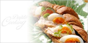 鶏のロースト&エッグ クロワッサンサンド